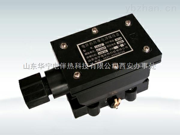 防爆电源接线盒用于电源线与电热带在防爆区域或潮湿区域的连接。 1、技术性能  2、外形结构图 本接线盒是单双向通用型,即可单向输出电热带, 也可双向输出电热带。接线盒内有三个接线端子,可供 接三相电热带使用,当使用单相电热带时,中间的接线 端子不用。