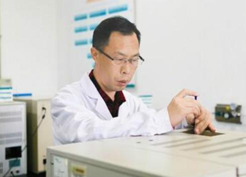 """电气设备""""验血师""""朱洪斌:低调骄傲做仪器"""