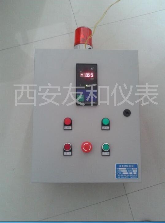 产品特点; 1、成本低,操作方便,显示方式液晶显示、报警形式声、光报警。 2、,安装方便,主要安装方式有:壁挂式,支架安装等 3、主要规格有200*300mm,300*400mm,400*500mm,500*600mm箱体厚度为200mm 4、主要功能:可显示仪表数据,可报警,可控制电路 5、主要供电电压有380V,220V,24V等' 6、工作电源220VAC50HZ、为现场变送器提供24VDC工作电源 7、可控制电流:≤32A 8、有普通型和防爆型,防爆等级ExdIIBT6 9,有