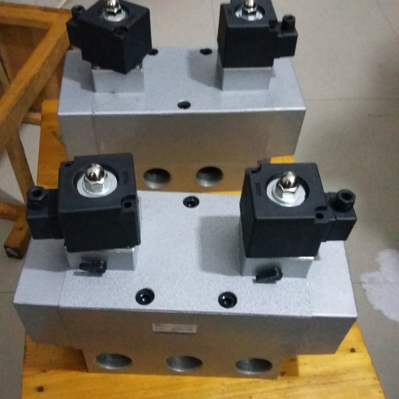 k25d2h-25电控滑阀 1寸双电线圈二位五通电磁阀k25d2h-25 电控滑柱式图片